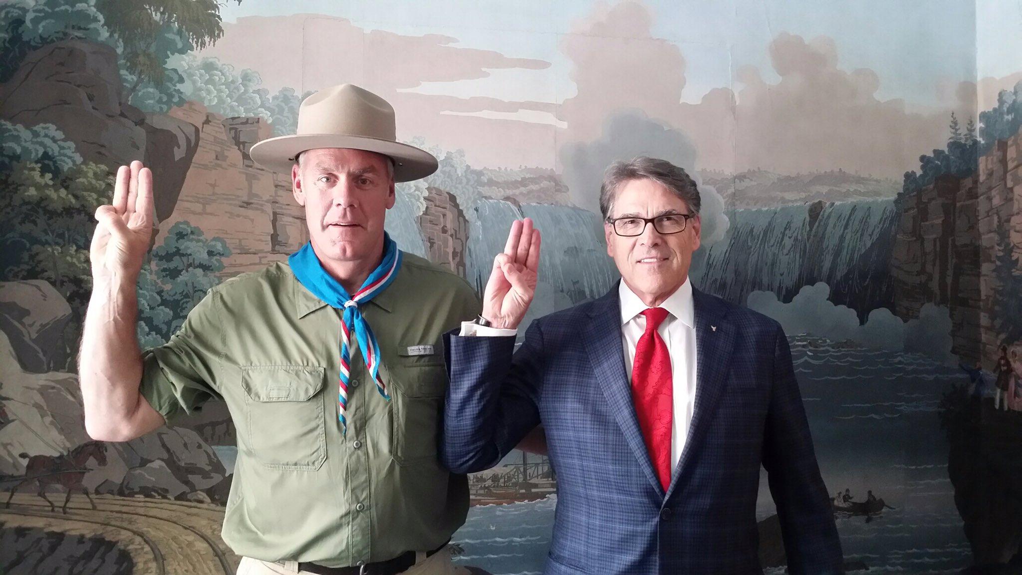 Ryan Zinke & Rick Perry / photo: Secretary Zinke twitter account