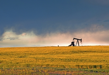 pump jack / photo: shutterstock, Arina P Habich