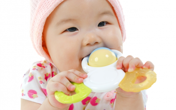 Toxics_baby_with_toy_istock-000020745937_Large.jpg