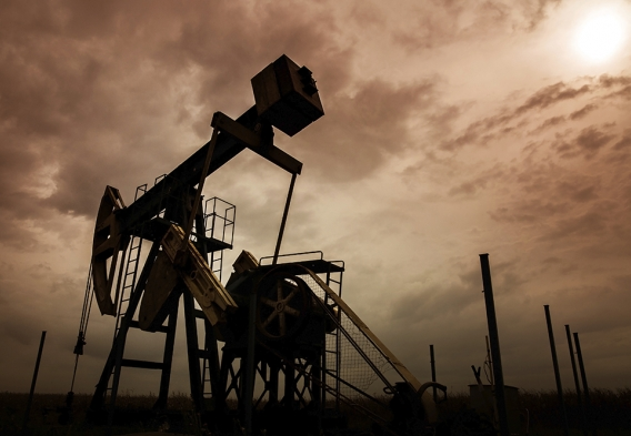 Oil and gas well silhouette photo: shutterstock, Calin Tatu