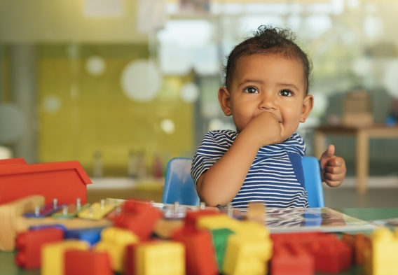 Child playing with toys / photo: istock