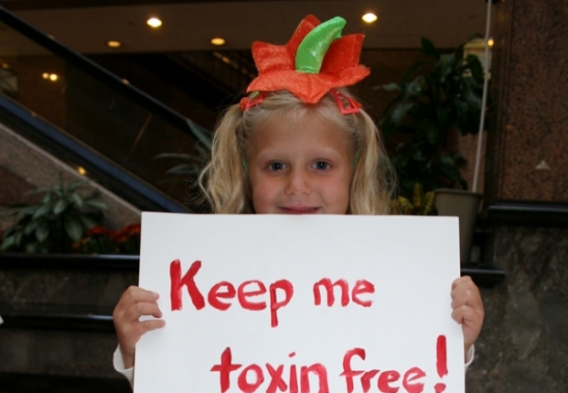 Toxic_Chemicals_Girl_Holding_Sign_at_Capitol_970 x 590_Photo Credit Clean Water Action